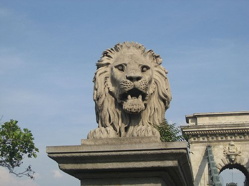 chain bridge lion
